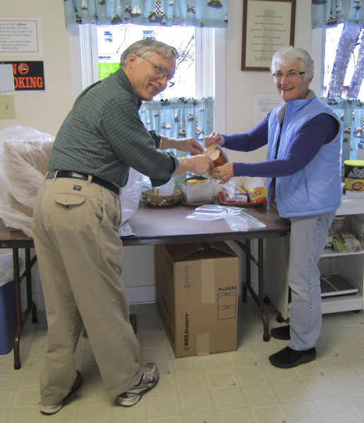 Marll & Carol Sheldon bagging bread for the Food Shelf.